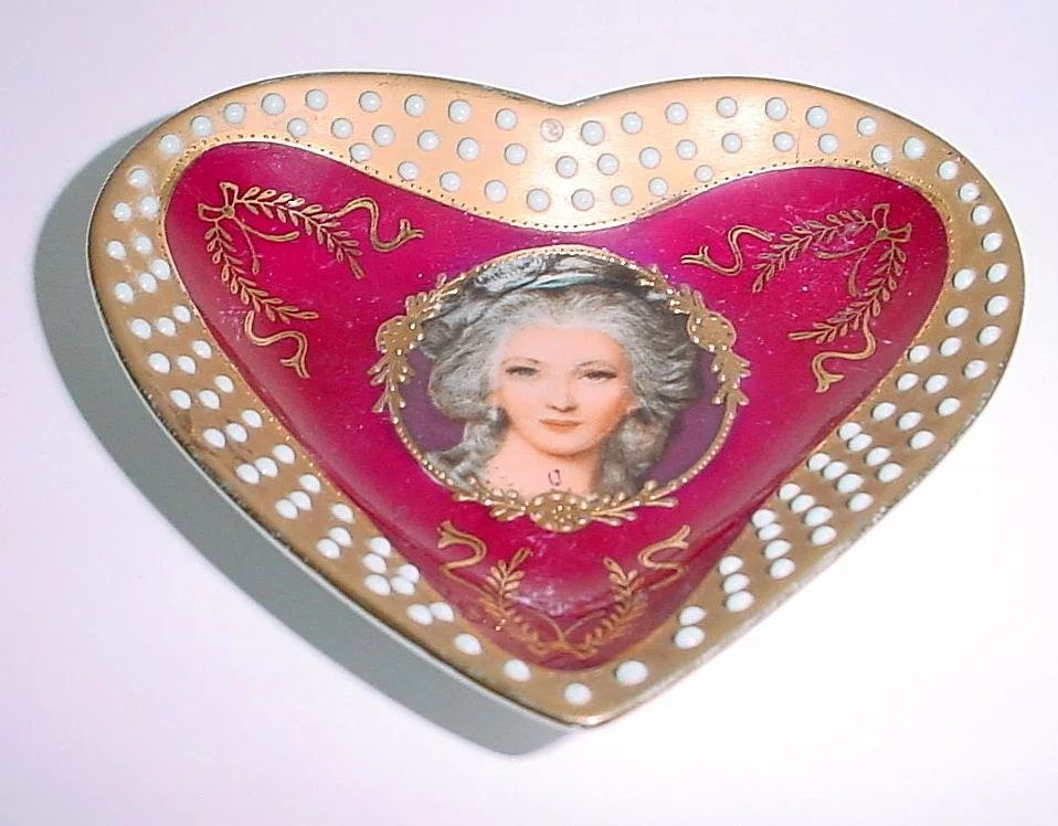 Vintage heart shaped portrait dish with raised dots that for Heart shaped jewelry dish