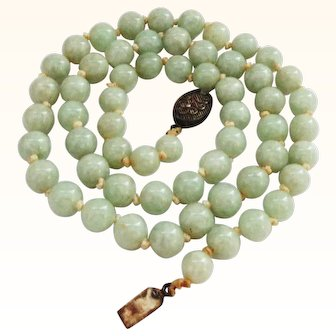 """23"""" Vintage High Quality Jade Beaded Necklace ca. 1920"""