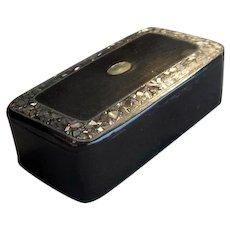 Lacquer Snuff Box with Mother-of-Pearl Inlay