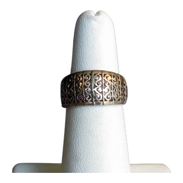 10K Gold Band Ring with Fancy S Design