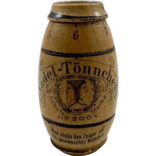 Vintage Barrel Needle Case by Nadel Tonnchen c. 1900