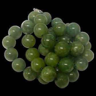"""Vintage Green Jade Hand Knotted Beaded Necklace 21.5"""""""