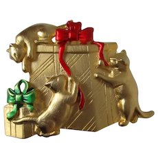 JJ Presents Kittens Christmas Brooch Vintage