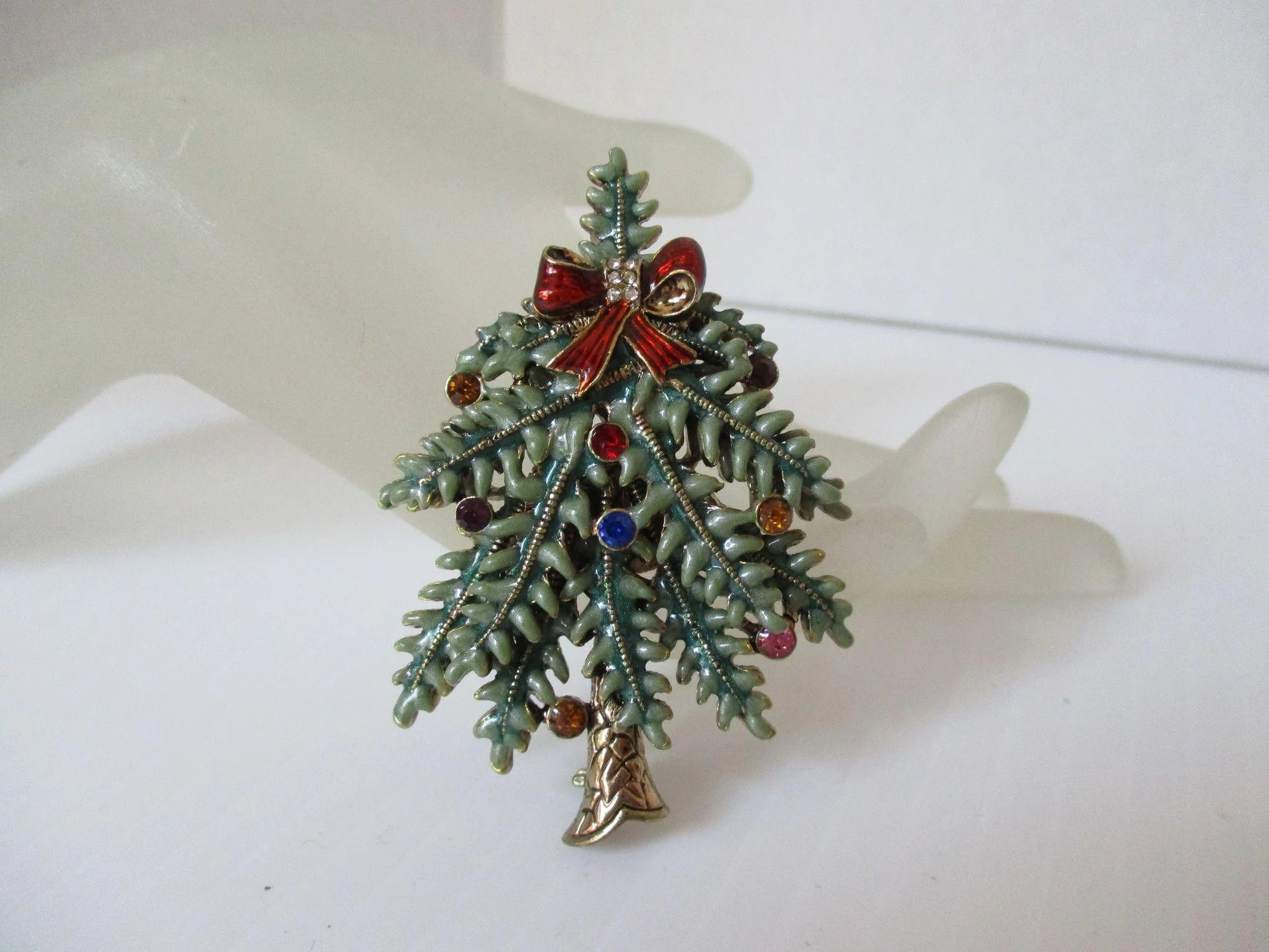 Avon Christmas Tree Pin 1st Annual 2004 : Color Me Red