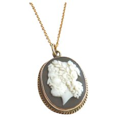 Victorian 15ct Gold Zeus Cameo Necklace