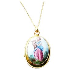 Victorian French 18kt Gold Painted Porcelain Locket