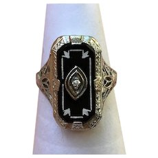 Vintage 14 kt white gold onyx and diamond filigree ring