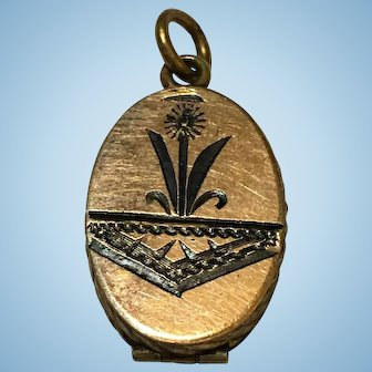 Petit Victorian gold gilt brass locket