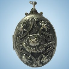 Vintage large Art Nouveau locket with chain