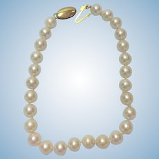 Vintage Akoya cultured 6mm pearl bracelet with 14 kt gold clasp