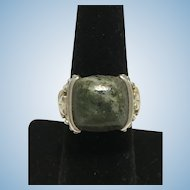 Vintage 8 Kt white gold ring with greenish agate from Ireland