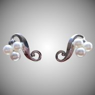 Vintage Sterling cultured pearl pierced earrings.