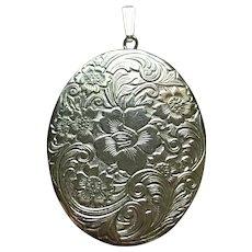 Vintage Sterling silver floral design locket