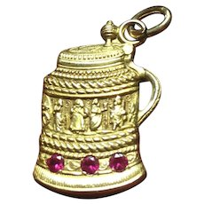 Vintage 14 kt gold intricate beer stein with both men and women and 3 synthetic rubies