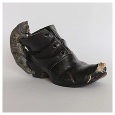 France late 19th century :  charming terra-cotta shoe with a cat watching a mouse.