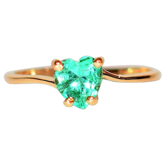World Class Glowing Heart 1ct Colombian Emerald 14kt Yellow Gold Ring