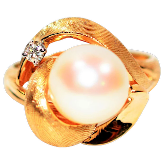 Exceptional Elegant Natural 9mm Akoya Pearl & .04ct Diamond 14kt Yellow Gold Ring