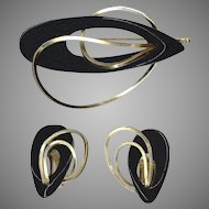 Too Cool Modernist Sculpted Wood and Gold Tone Wire Pin & Clip Back Earrings Set