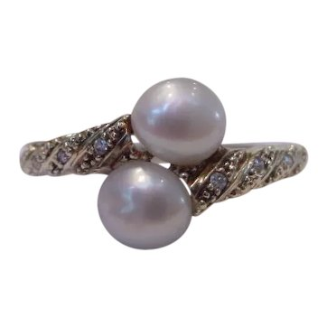 Old Natural Pearl Toi et Moi Crossover Ring