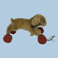 Steiff Hoppel Hase Rabbit on eccentric wheels