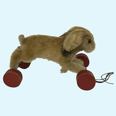 Steiff Hoppel Hase Rabbit on eccentric wheels