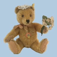 Steiff Original Teddy US Zone Bridesmaid from mechanical display