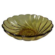 Haze Atlas Seashell Amber Serving Bowl Swirl Chip & Dip Set