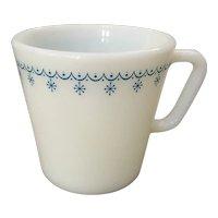 Pyrex Snowflake Blue Garland Mug