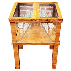Antique 1920s Biedermeier Style Mechanical Tantalus Lift Top Cellarette Table w/ Crystal Service