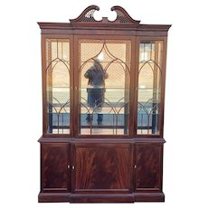 Stickley Traditional Collection Chippendale Mahogany Dining Room Breakfront China Cabinet c1990s #4696