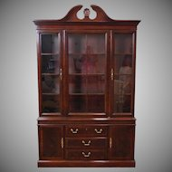 Good Mahogany Drexel Heritage Chippendale Style Dining Room China Cabinet 1990s