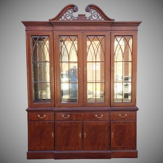 Ethan Allen Mahogany 18th Century Classics Collection Dining Room Breakfront China Cabinet 22-6549 1990s