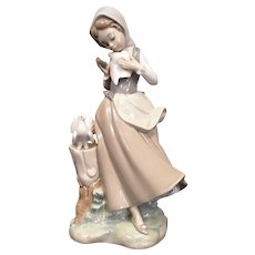 "Salvador Debón Lladro Porcelain Figurine ""Girl With Pigeons"" #4915"