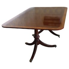 Drexel Heritage Banded Edge Mahogany Hepplewhite Style Double Pedestal Dining Room Table w/ 2 Leaves