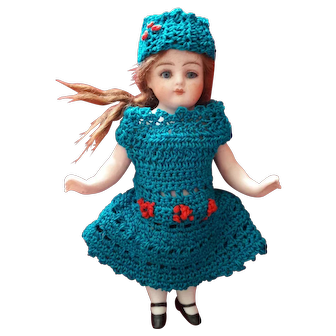 Sweet Dress and Hat for your Mignonette