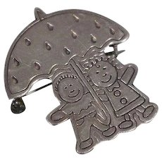 925 - Mexico Silver Mexican Designer EFS Boy and Girl under Umbrella with Details Pin Brooch in Sterling Silver
