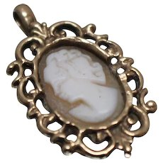 10k - Victorian Carved Cameo in Scalloped Hand Carved Pendant Charm in Yellow Gold