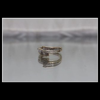 14k - 1.00 ct - Intense Diamond Anniversary Style Crossover Bypass Band in Yellow Gold