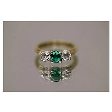 1.00 CTW - 18kt - High Quality Diamond 0.50 CTW Emerald 3 Stone Ring in Brilliant Yellow Gold Mounting