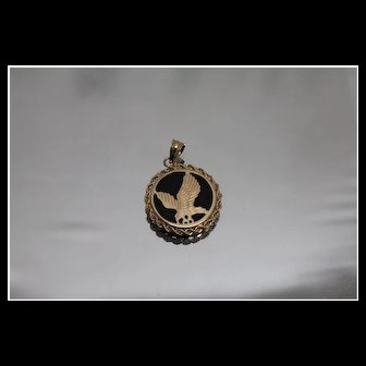 14k - Black Onyx Flying Eagle Pendant with Rope Bezel in Yellow Gold