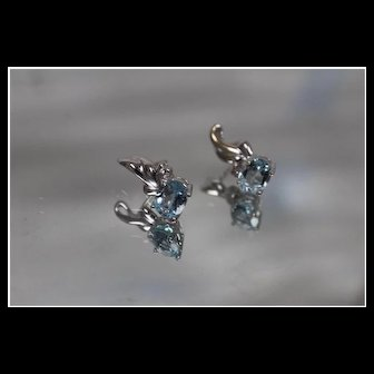 18k - 3.25 ct - High Quality Faint Blue Topaz & Diamond Liquid Style Stud Earrings in White Gold