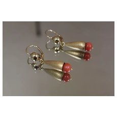 18k - Fancy Frosted Earring Dangles with Coral in Bright Yellow Gold
