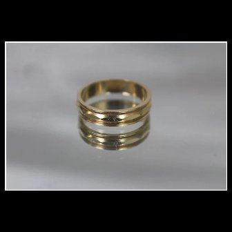 14k - Hammered Geometric Symmetrical Band with Milgrain Edge in Yellow Gold