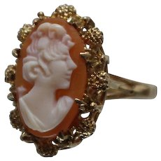 14k - Oval Carved Cameo in fancy Floral Protruding Beaded Style Ring in Yellow Gold