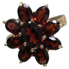 14k - 3.50 ct - Reddish Brown Oval Garnet Cluster Cocktail Ring with Infinity Cutout Band in Yellow Gold