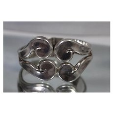 925 - Vintage Mexican? Swirl Fancy Curved Pattern Spring Hinged Bangle Bracelet in Sterling Silver