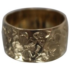 14k - Nouveau Inspired Wide Floral Band in Yellow Gold