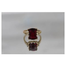14k - Art Deco Fantasy Cut Faceted Ruby & Cubic Zirconia Accent Ring in Yellow Gold