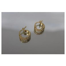 18k - Small Dual Design Hoop Earrings in Bright Yellow Gold