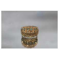18k - Vintage High Quality Ornate Raised Top Brutalist Turquoise Ring in Yellow Gold